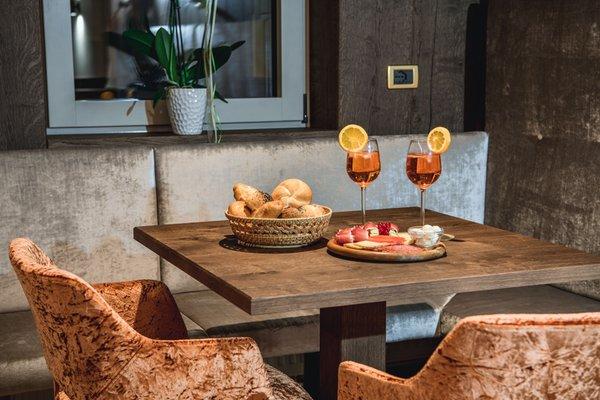 Foto del bar Garni-Hotel + Appartamenti Miara