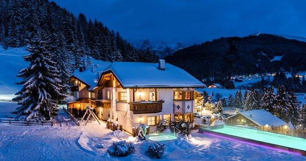 Foto invernale di presentazione Garni-Hotel Soraiser Dolomites Small & Luxury