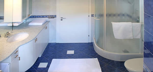 Bagno blu e bianco casamia idea di immagine - Bagno blu e bianco ...