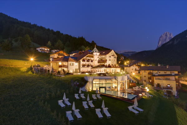 Photo exteriors in summer Alpenheim Charming & SPA Hotel