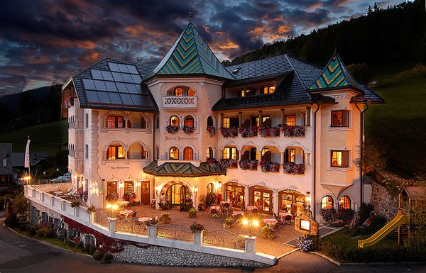 Foto estiva di presentazione Ansitz Jakoberhof - Hotel 4 stelle