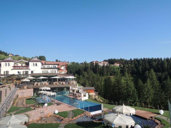 Foto estiva di presentazione Albion Mountain Spa Resort Dolomites - Hotel 4 stelle sup.