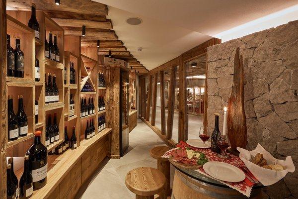 Wine cellar Colfosco Mountain Hotel Mezdí