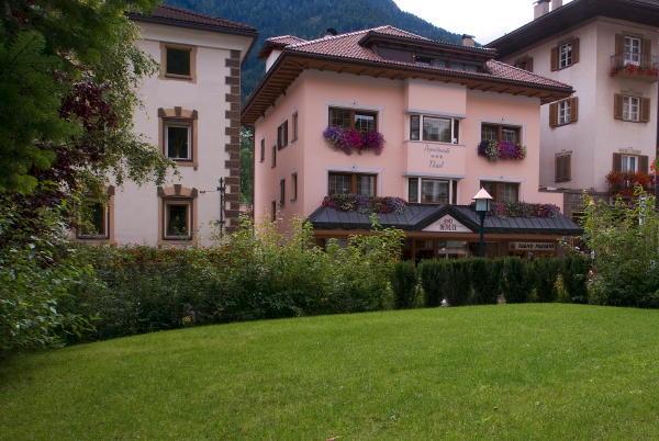 Foto esterno in estate Tlusel