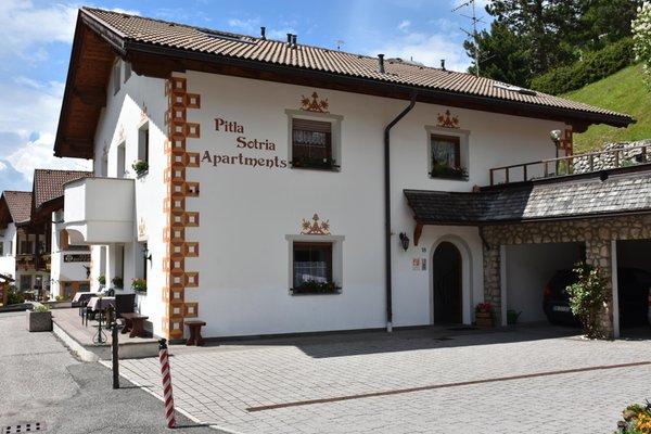 Foto estiva di presentazione Appartamenti Pitla Sotria