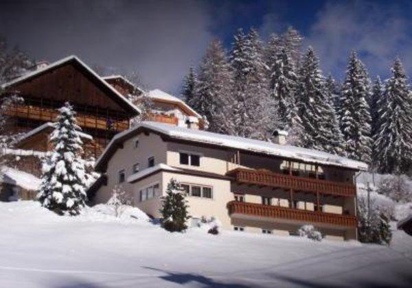Foto invernale di presentazione Appartamenti Pravert