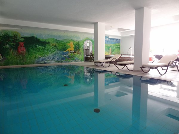 Swimming pool Hotel Castel Oswald von Wolkenstein