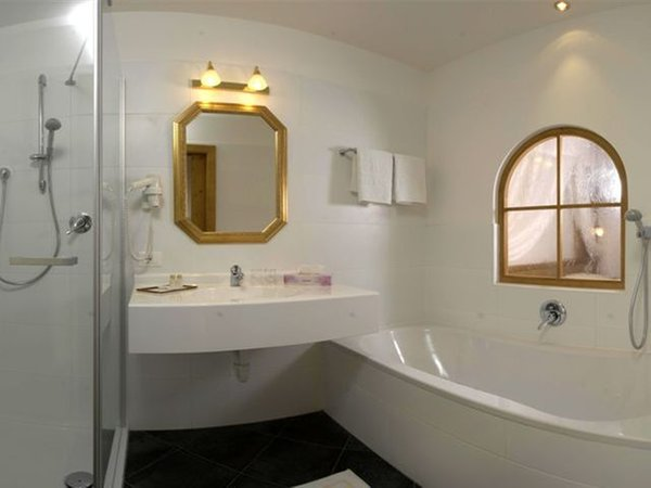Photo of the bathroom Hotel Castel Oswald von Wolkenstein