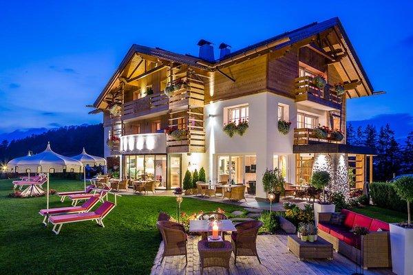 Foto esterno in estate Villa Gabriela