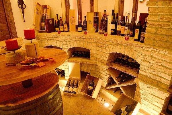 La cantina dei vini Castelrotto Villa Gabriela