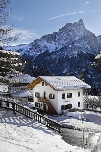 Foto Außenansicht im Winter Haus Waldrand