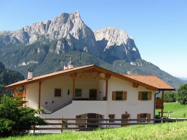 Foto esterno in estate Ronsolhof