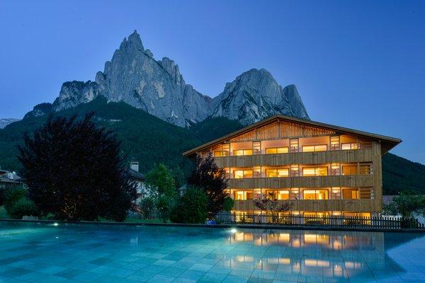 Photo exteriors in summer Vitalpina Wanderhotel Europa