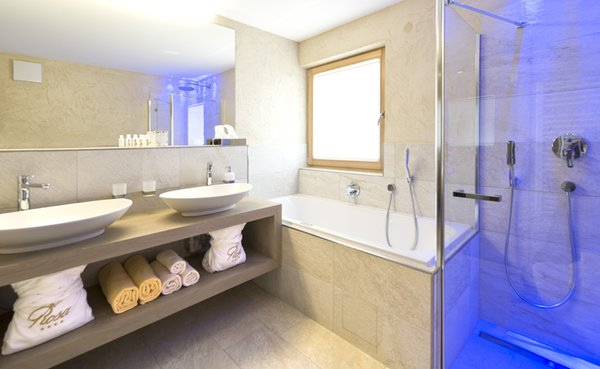 Foto del bagno Hotel Rosa ECO Alpine Spa Resort