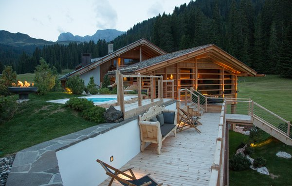 Foto esterno in estate Tirler – Dolomites Living Hotel