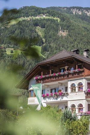 Foto estiva di presentazione Alphotel Stocker - Hotel 3 stelle sup.
