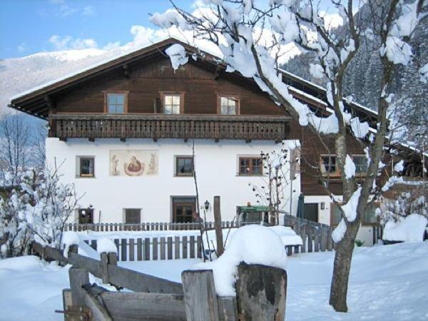 Foto invernale di presentazione Lahnerhof - Appartamenti in agriturismo 3 fiori