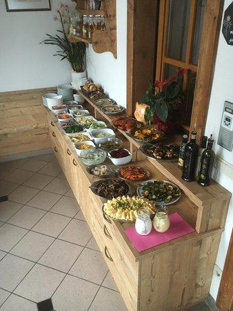 Das Frühstück Roanerhof - Pension + Residence 2 Blumen