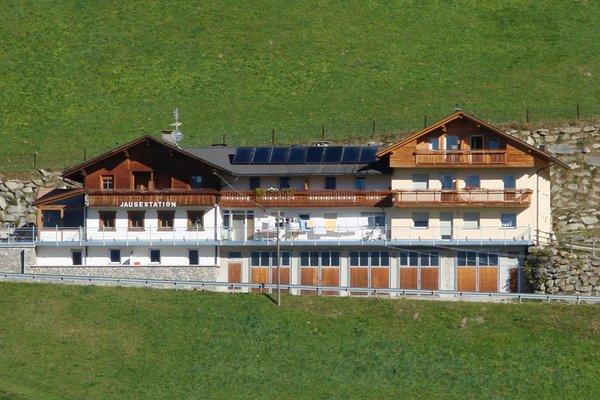 Sommer Präsentationsbild Roanerhof - Pension + Residence 2 Blumen