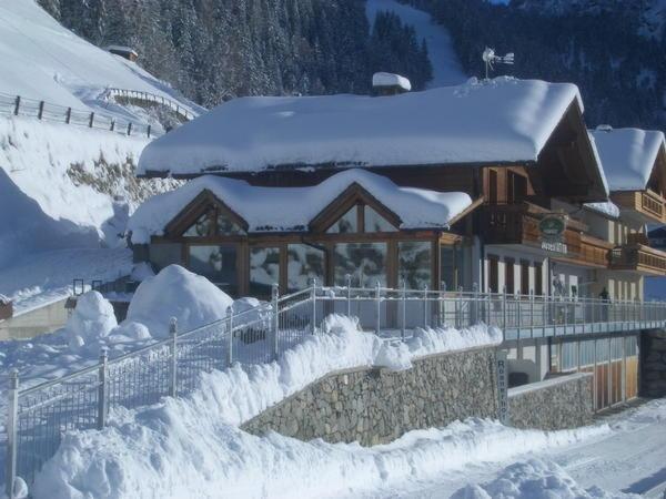 Winter presentation photo Small hotel + Residence Roanerhof
