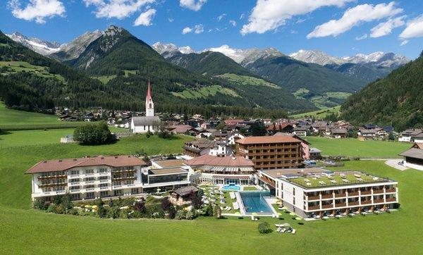 Foto estiva di presentazione Schwarzenstein - Hotel 4 stelle sup.