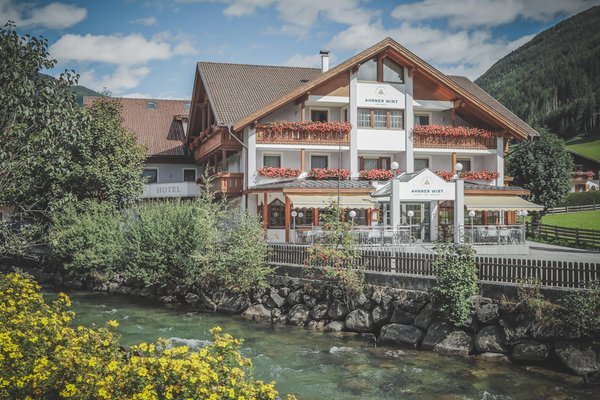 Foto esterno in estate Hotel Ahrner Wirt