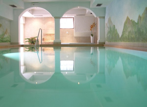 Swimming pool Hotel Bergland