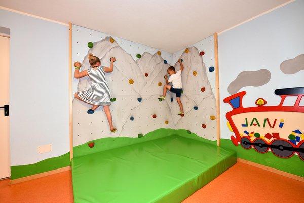 La sala giochi AlpenChalet Niederkofler
