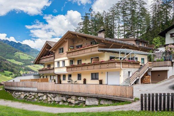 Foto esterno in estate AlpenChalet Niederkofler