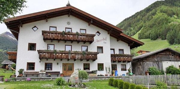 Foto estiva di presentazione Ausserhof - Appartamenti in agriturismo 2 fiori