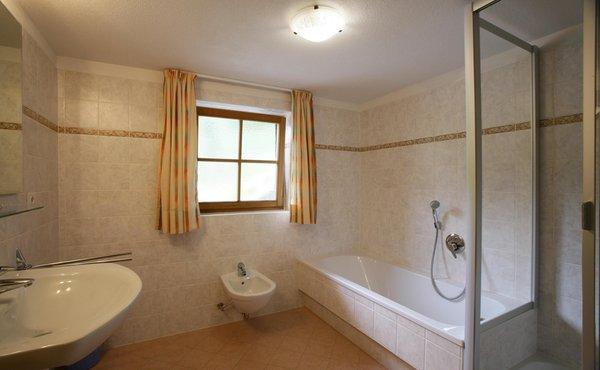 Foto del bagno Appartamenti in agriturismo Grossgasteigerhof