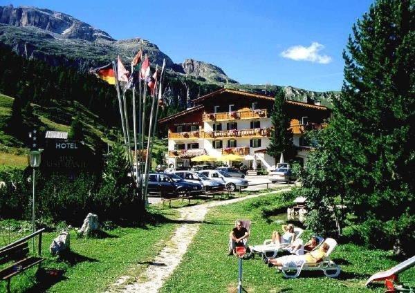 Foto estiva di presentazione Hotel Monte Cherz