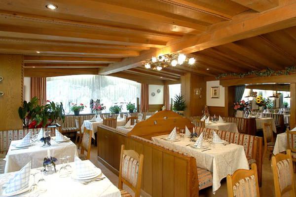 Il ristorante Passo Campolongo Monte Cherz