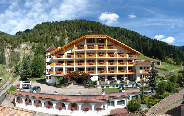 Foto estiva di presentazione Cèsa Tyrol - Hotel 4 stelle