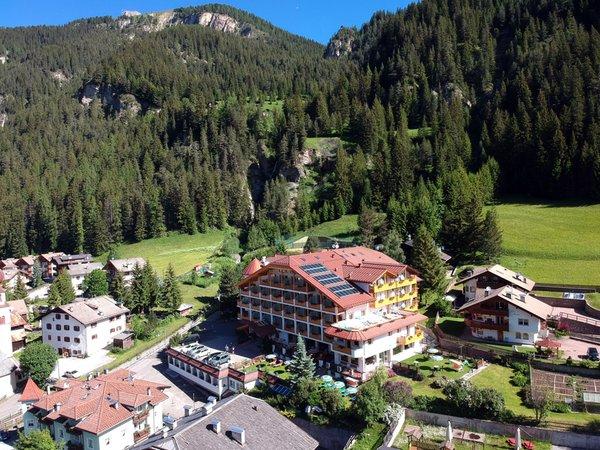 La posizione Hotel Cèsa Tyrol Canazei