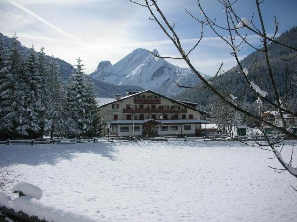 Foto esterno in inverno Dolomiten Hotel Irma