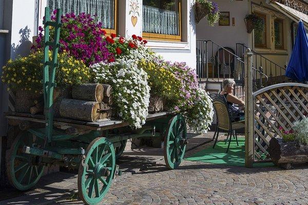 Foto esterno in estate Dolomiten Hotel Irma