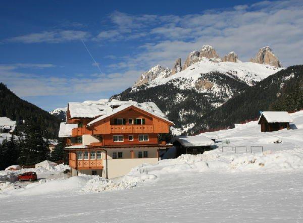 Foto invernale di presentazione Villa Paola - Garni (B&B) 2 soli