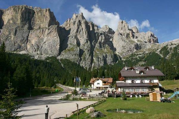 Foto estiva di presentazione Rifugio-Hotel Monti Pallidi