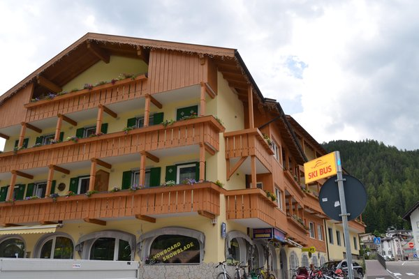 Foto estiva di presentazione Hotel Ladina Holiday