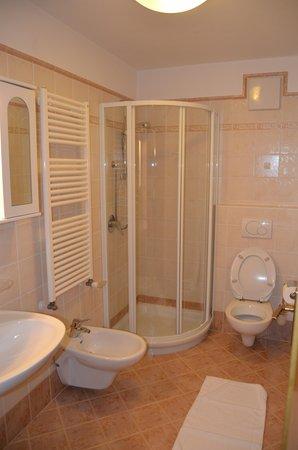 Foto del bagno Hotel Ladina Holiday