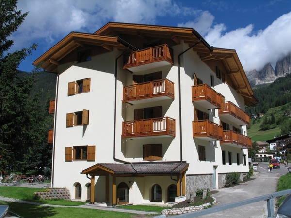 Foto estiva di presentazione Serenella - dependance Hotel Sella Ronda - Hotel 3 stelle