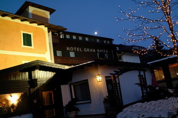 Foto esterno in inverno Villa Mitzi Gran Baita Hotel & Resort