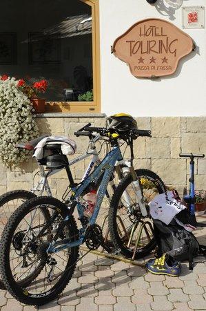 Der Parkplatz Alpine Touring Hotel