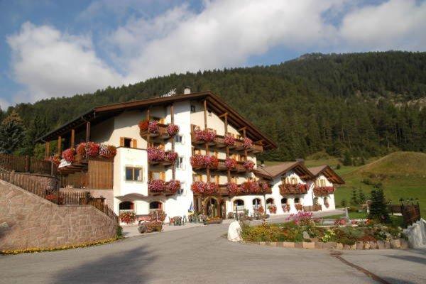 Sommer Präsentationsbild Alpine Touring Hotel