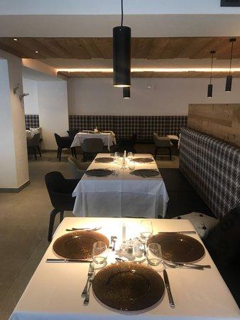 Il ristorante Pozza di Fassa Anda