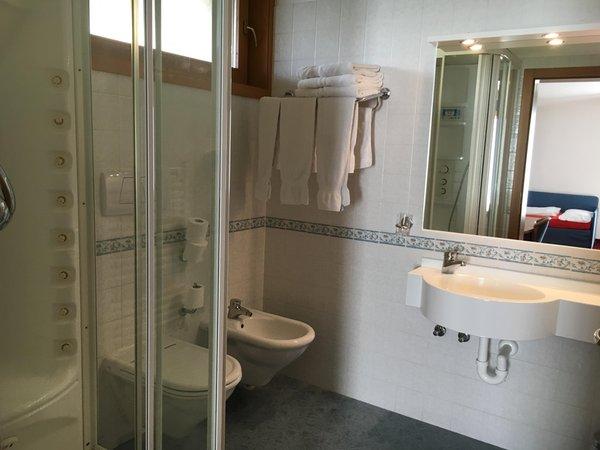 Photo of the bathroom B&B (Garni) Enrosadira