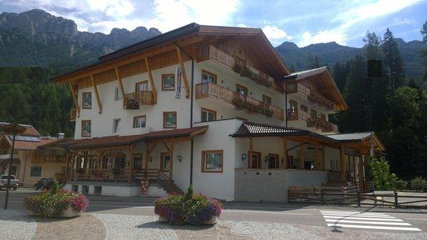 Foto esterno in estate Park Hotel Avisio