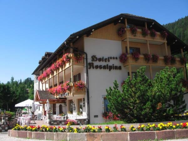 Foto estiva di presentazione Hotel Rosalpina Ski-Trek-Bike Sport Passion