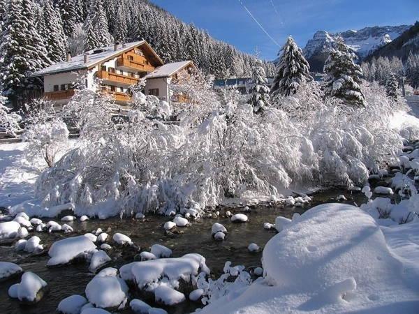 Foto esterno in inverno Malga Passerella